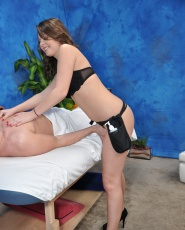 Cali Hayes Fucks Her Massage Client After A Rub Down - Picture 6