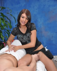 Cute 18 Year Old Massage Therapist Cassandra Nix Gives A Little More Than A Massage - Picture 7