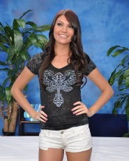 Cute 18 Year Old Massage Therapist Cassandra Nix Gives A Little More Than A Massage - Picture 1